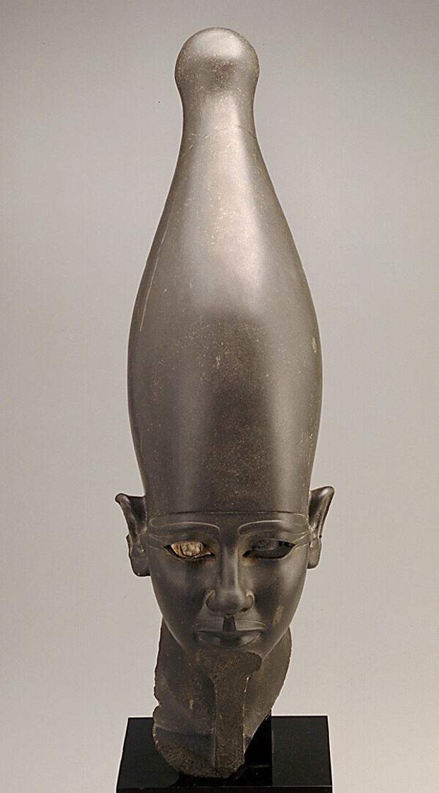 Голова неизвестного фараона Южного Египта в белой короне, 2675 - 2130 г.г. до н.э.