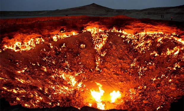 Дрон с камерой опустился в Дарвазу, огненный провал в Земле, горящий уже 50 лет