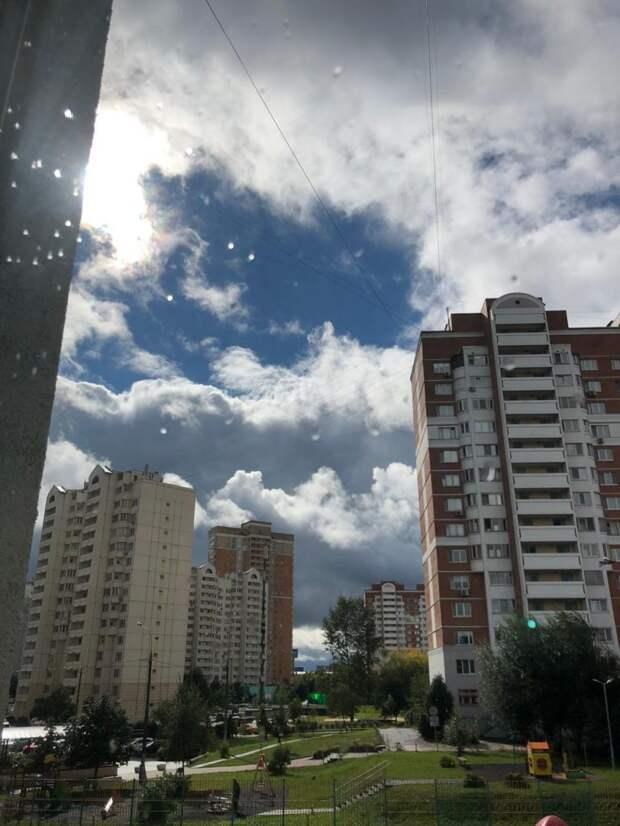 Фотокадр: небо над Лианозовым неожиданно прояснилось