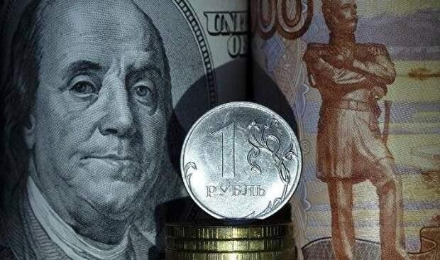 Курс рубля перешел к росту после колебаний на открытии