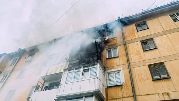 Десятки людей эвакуировали из горящей многоэтажки Севастополя