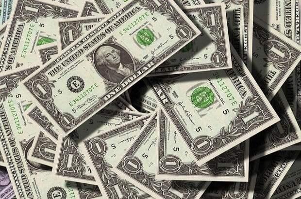 Курс доллара упал ниже 72 рублей