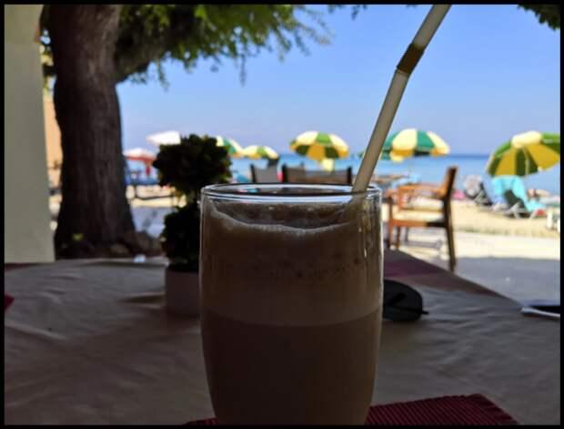 """Делюсь рецептом охлаждающего греческого кофе """"Фраппе"""", который готовлю своими руками в обычной поллитровой банке!"""