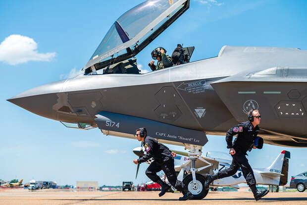 Американских летчиков готовят к войне с Россией и Китаем