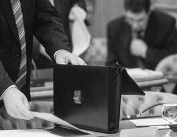 Чиновникам придется отчитаться о содержимом чемоданов, в том числе виртуальных