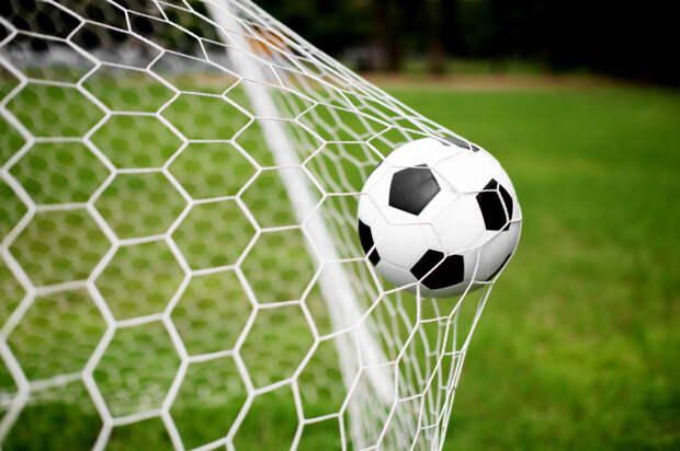 Матчи с жертвоприношениями и мяч, «зависший» в воздухе, или Как играли в футбол разные народы разных эпох