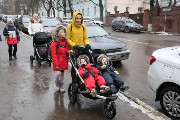 Дополнительные выплаты на детей получат неполные семьи и будущие мамы