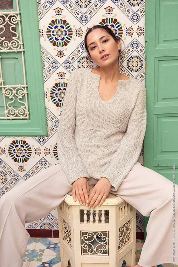 Элегантный пуловер и берет от Drops Design спицами