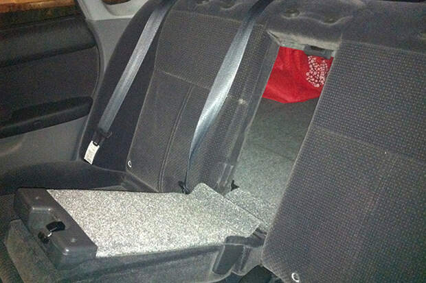 Закрыли в багажнике автомобиля: выбираемся без посторонней помощи