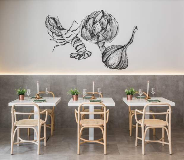 Интересная графика с подсветкой в интерьере уютного кафе в светлых тонах