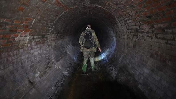 Тайны подземной Москвы: сталкер проплыл на лодке