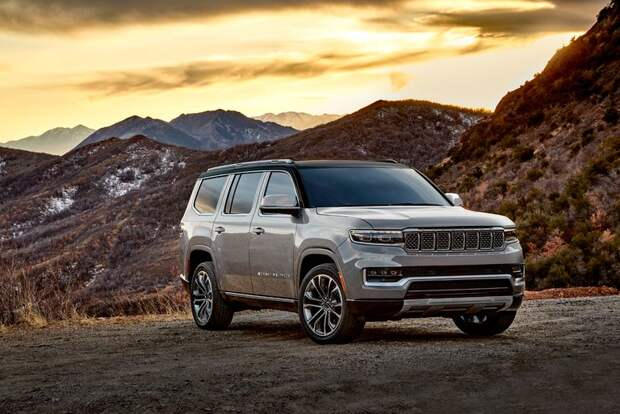 Land Cruiser пал в этом бою или Jeep Grand Wagoneer 2022