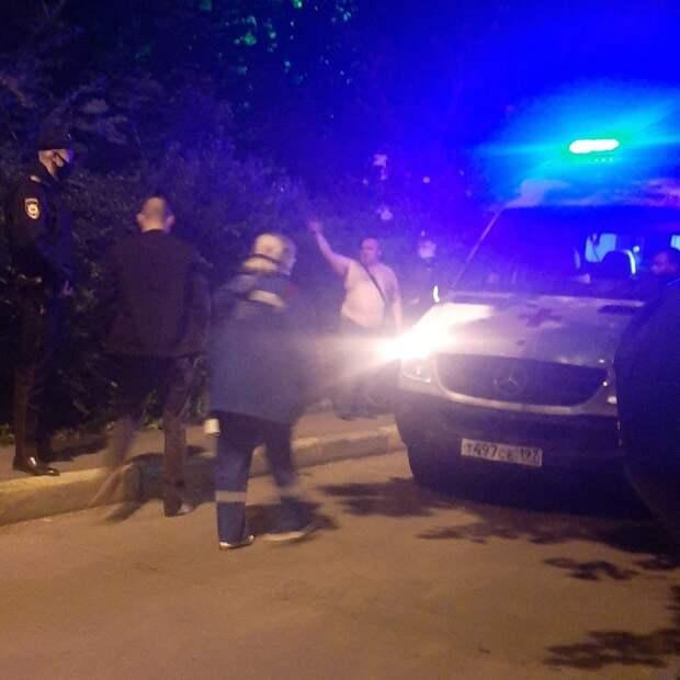 Четыре двери подожгли хулиганы в доме на улице Героев Панфиловцев