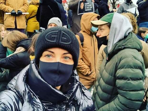 Юлия Навальная пришла на митинг в поддержку мужа