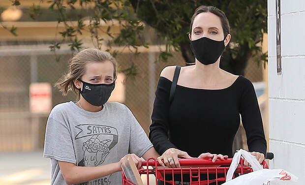Снова в школу: Анджелина Джоли с дочерью Вивьен на шопинге в Лос-Анджелесе
