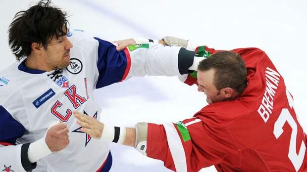 Знаменитая драка русского гиганта Артюхина. Он повалил на лед 206-сантиметрового словака Хару: видео