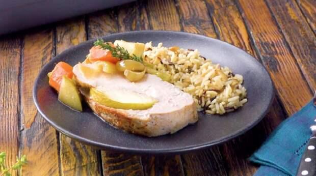 Свинина с яблоками и овощами в духовке: мясо просто тает во рту