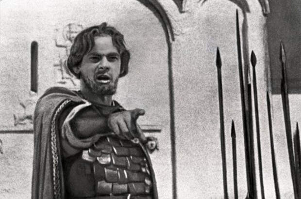 Рожденный быть великим: актер, чей профиль изображен на ордене Александра Невского