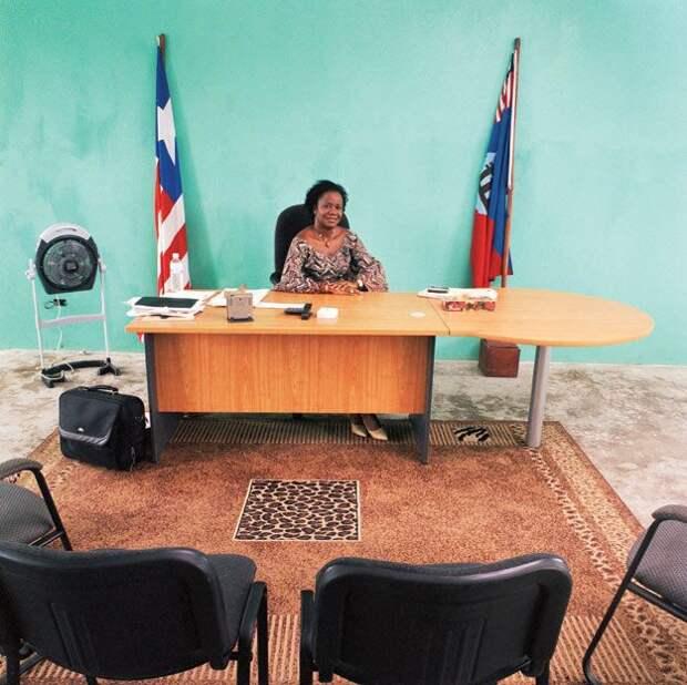 Кабинеты чиновников в странах 3-го мира (18 фото)