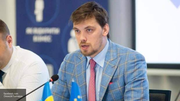 Украинский премьер посоветовал обедневшим гражданам торговать оружием и наркотиками