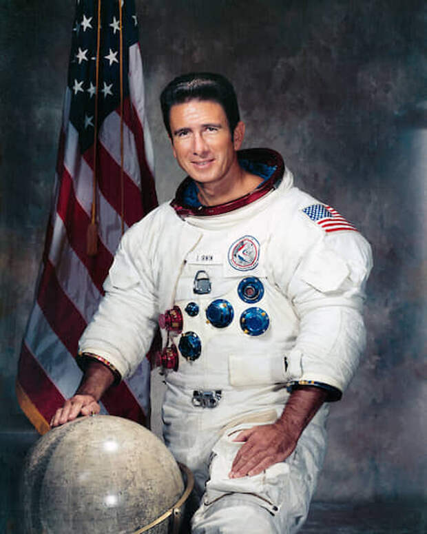 Джеймс Бенсон «Джим» Ирвин (1930-1991), пилот лунного модуля корабля «Аполлон-15», был на Луне 31 июля – 2 августа 1971 года.