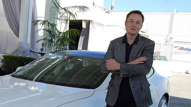 Илон Маск в шутку признался, что он пришелец из будущего