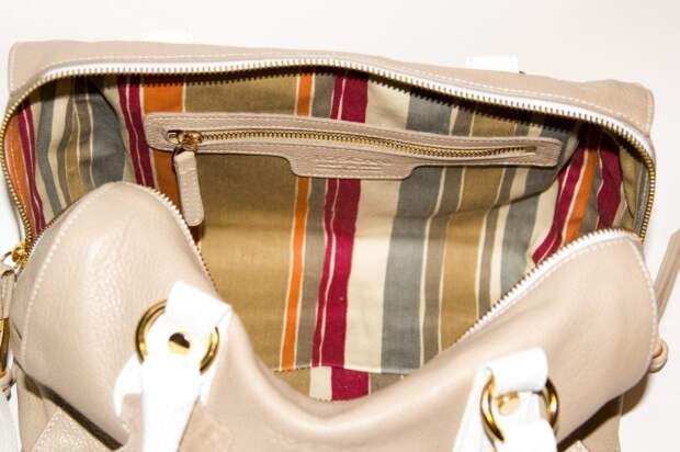 Женская сумочка станет еще более вместительной, если сохранить старую простынь. /Фото: horoshov.com.ua