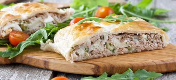 слоеный пирог с рыбой и рисом