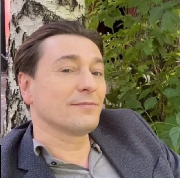 Сергей Безруков сообщил, что забрал жену с новорожденным сыном домой