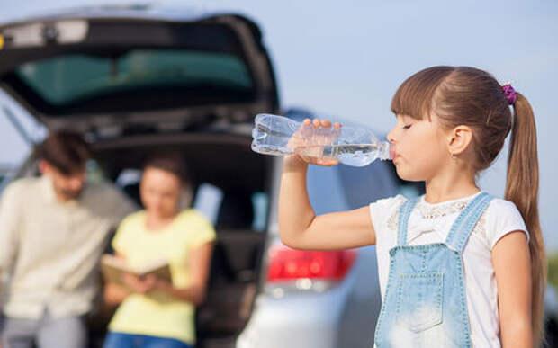 Жену и ребенка укачивает в автомобиле. 11 способов избежать проблемы