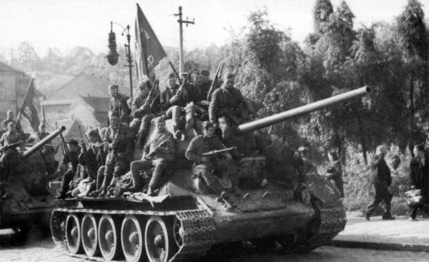 Оболганный подвиг Красной Армии, или кому Прага обязана своим спасением от уничтожения