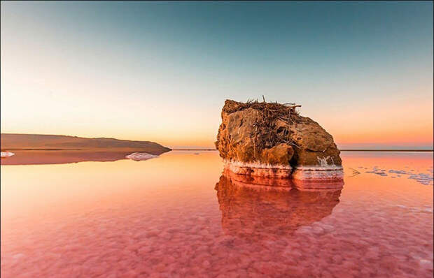 Озеро у берегов Крыма. Фото: Сергей Анашкевич.