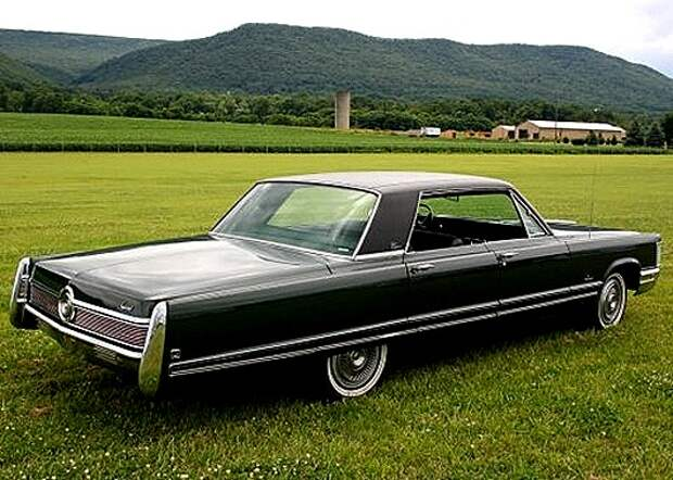 1968_Chrysler_Imperial_Crown_4_Door_Hardtop_For_Sale_Rear_1