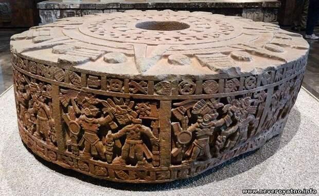 Необъяснимые вмятины на древних изделиях из камня