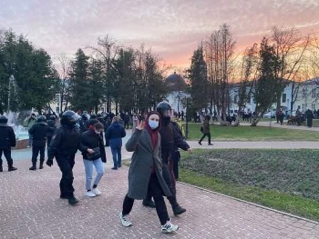 На несанкционированном митинге в Калуге прошли задержания