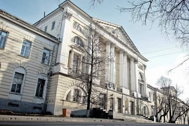Улицу Госпитальный Вал назвали в честь постройки первого военного госпиталя в России