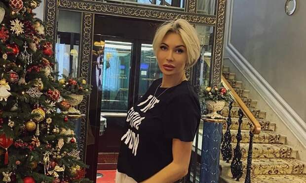 Элина Камирен оплатила маме пластику за 700 тысяч рублей