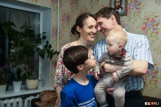 «А ведь искал высокую блондинку»: монолог счастливого мужчины, который выбрал в жены маму троих детей