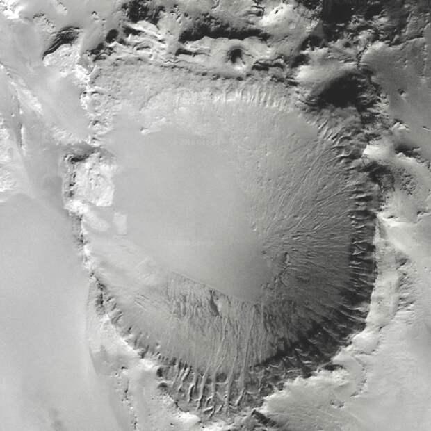 Неизвестный кратер в Сахаре — откуда в пустыне возникла гигантская воронка