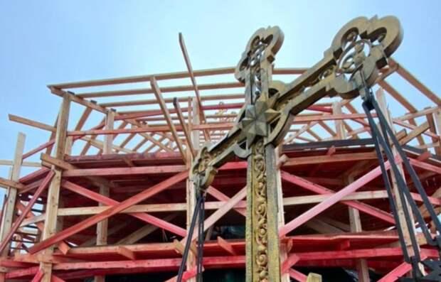 Реставраторы обнаружили послание потомкам в кресте на куполе Павловского собора в Гатчине