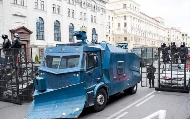 В Минске идут столкновения протестующих с силовиками