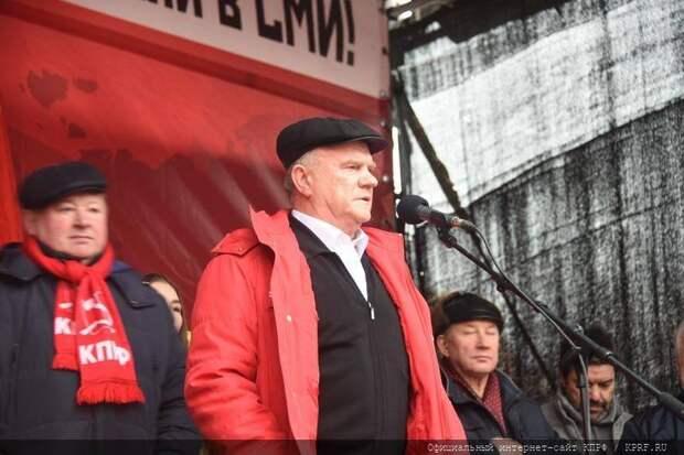 Появились комментарии к словам Зюганова о возможных досрочных выборах президента