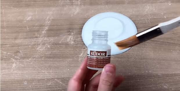 Не спешите прощаться: замечательная идея из старых тарелок и блюдец