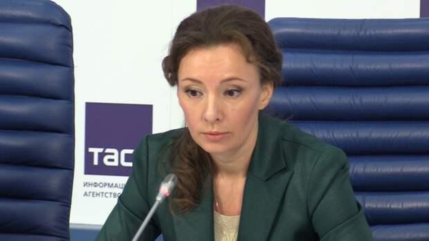 Кузнецова приехала в больницу к раненым детям в Казани