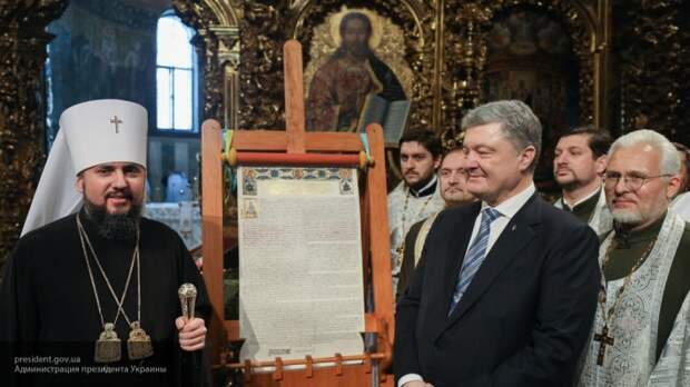 В Сеть попало видео массовой драки украинских раскольников в храме Одессы