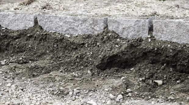 Ремонт асфальта во дворе на Дубнинской завершат в начале июня