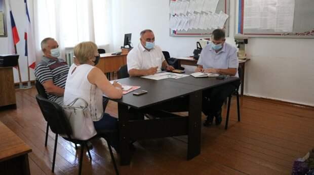 Жители Полтавского сельского поселения озвучили проблемные вопросы