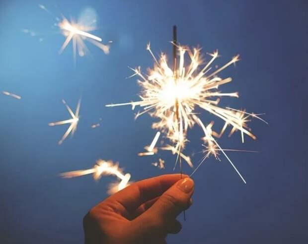 МЧС в преддверии Нового года напомнило россиянам о правилах пользования пиротехникой