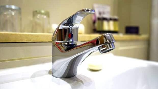 В Омске начинают планово отключать горячую воду
