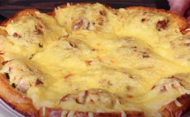 Мясной пирог из батона и фарша. Нарезаем хлеб и распределяем мясо, без хлопот с тестом 2